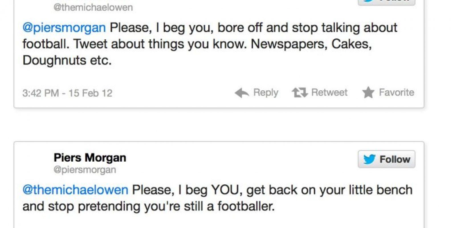 """El exfutbolista Michael Owen contra Piers Morgan. Este le dice: """"Habla de lo que sabes. Periódicos. Tortas. etcétera"""". Piers Morgan le responde: """"Y yo te pido que dejes de pretender que sigues siendo un futbolista"""" Foto:Twitter"""