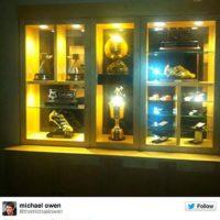 Michael Owen le mostró su palmarés Foto:Twitter