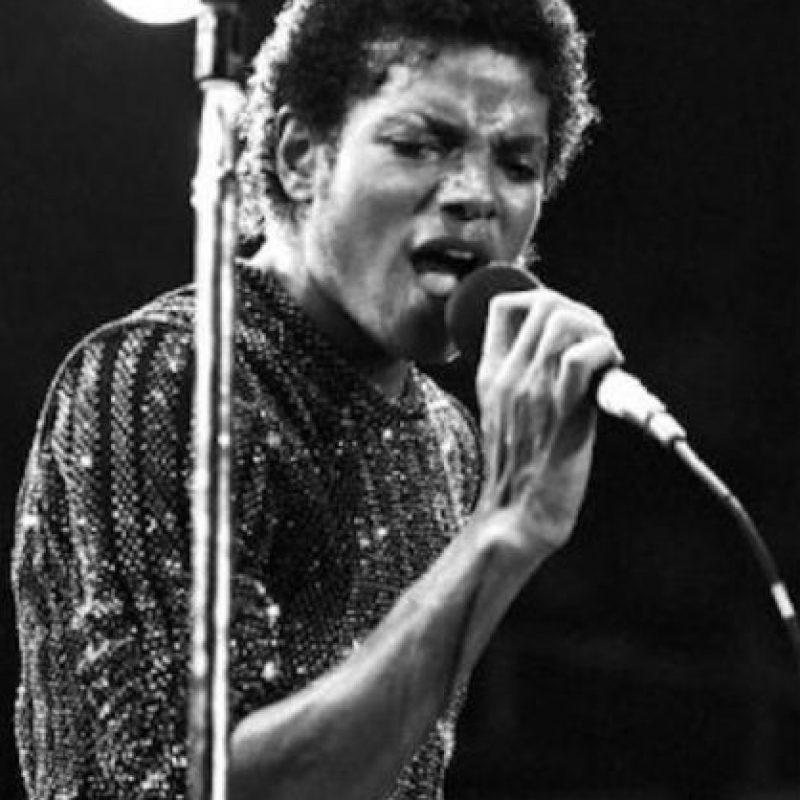 Michael Jackson comenzó a degenerar sus rasgos en los años 80 Foto:Getty Images