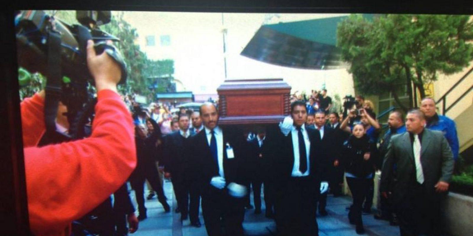 """El cuerpo de Chespirito llegó a las instalaciones de """"Televisa"""" San Ángel a las 16:21 hrs. Foto:Instagram/televisatelevisionmx"""