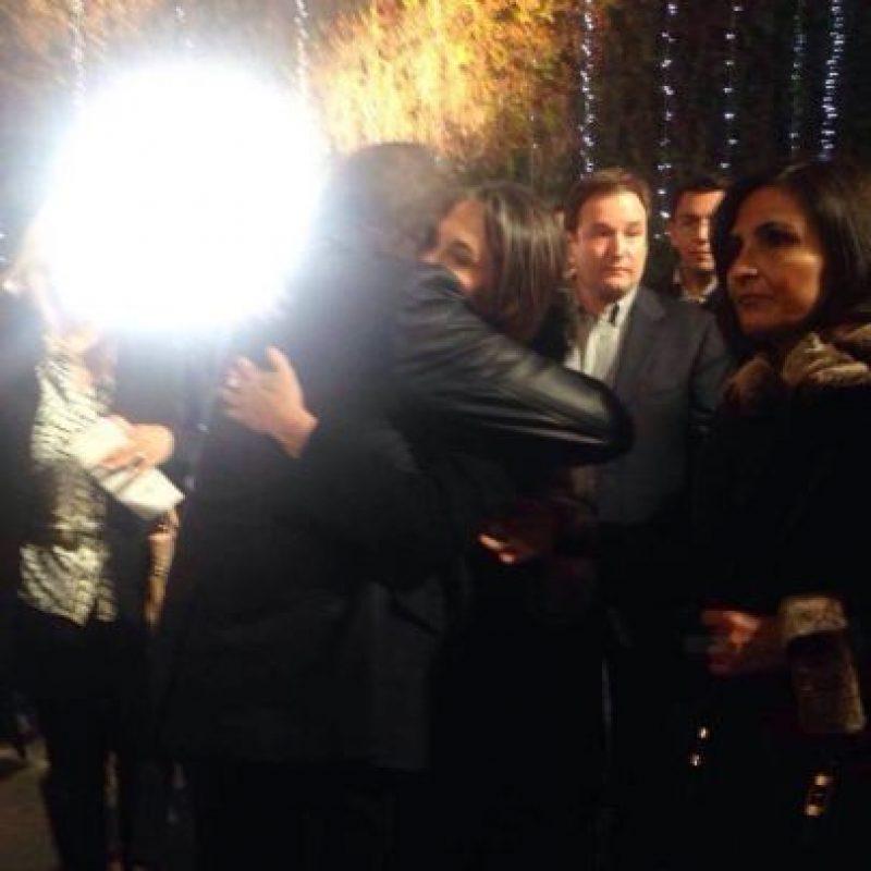 """""""Sentí la necesidad de darle un abrazo, para compartir nuestro sentimiento por un gran Ser"""", confesó Carlos Villagrán ante el abrazo con Florinda Meza Foto:Facebook/Carlos Villagrán"""