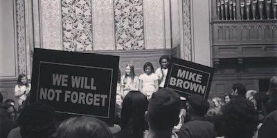 Uzo Aduba, actriz de la serie Orange is the New Black, compartió esta imagen del mitin realizado por los padres de Michael Brown Foto:Instagram