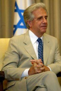 El oncólogo de 74 años vuelve a ser presidente de Uruguay con el 53.5% de los votos. Foto:Getty Images