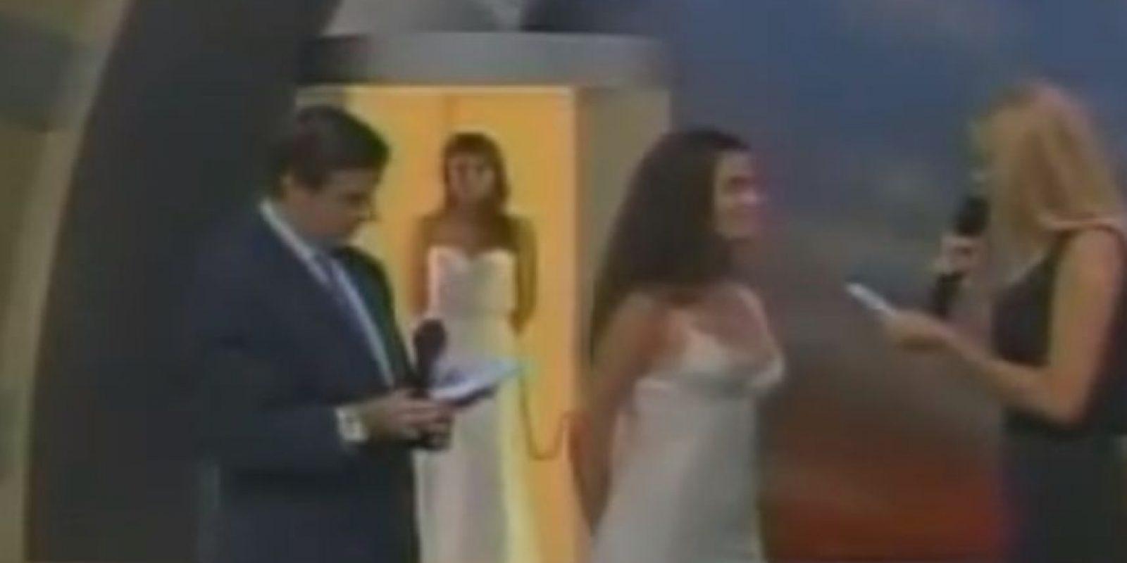 Carolina Zúñiga, concursante por Miss Chile en 2001, elige al Papa Juan Pablo II y a la Madre Teresa para poblar la Tierra. Foto:Youtube