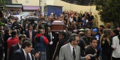 Su féretro fue trasladado dentro de los recintos de Televisa San Ángel Foto:Twitter/TelevisaTvMx