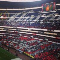 Chespirito tuvo un homenaje privado en Televisa y luego su cuerpo fue trasladado al estadio Azteca, donde se le homenajeó con una ceremonia religiosa y mariachis Foto:Twitter/TelevisaTvMX