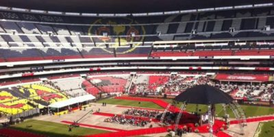 Chespirito tuvo un homenaje privado en Televisa y luego su cuerpo fue trasladado al estadio Azteca, donde se le homenajeó con una ceremonia religiosa y mariachis Foto:Nicolás Corte/Publimetro México