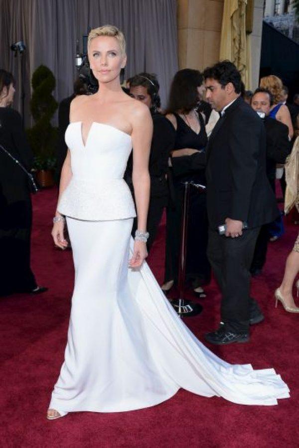 """Charlize Theron, """"Celebrity"""" (1998) y """"La maldición del escorpión de Jade"""" (2001) Foto:Getty Images"""