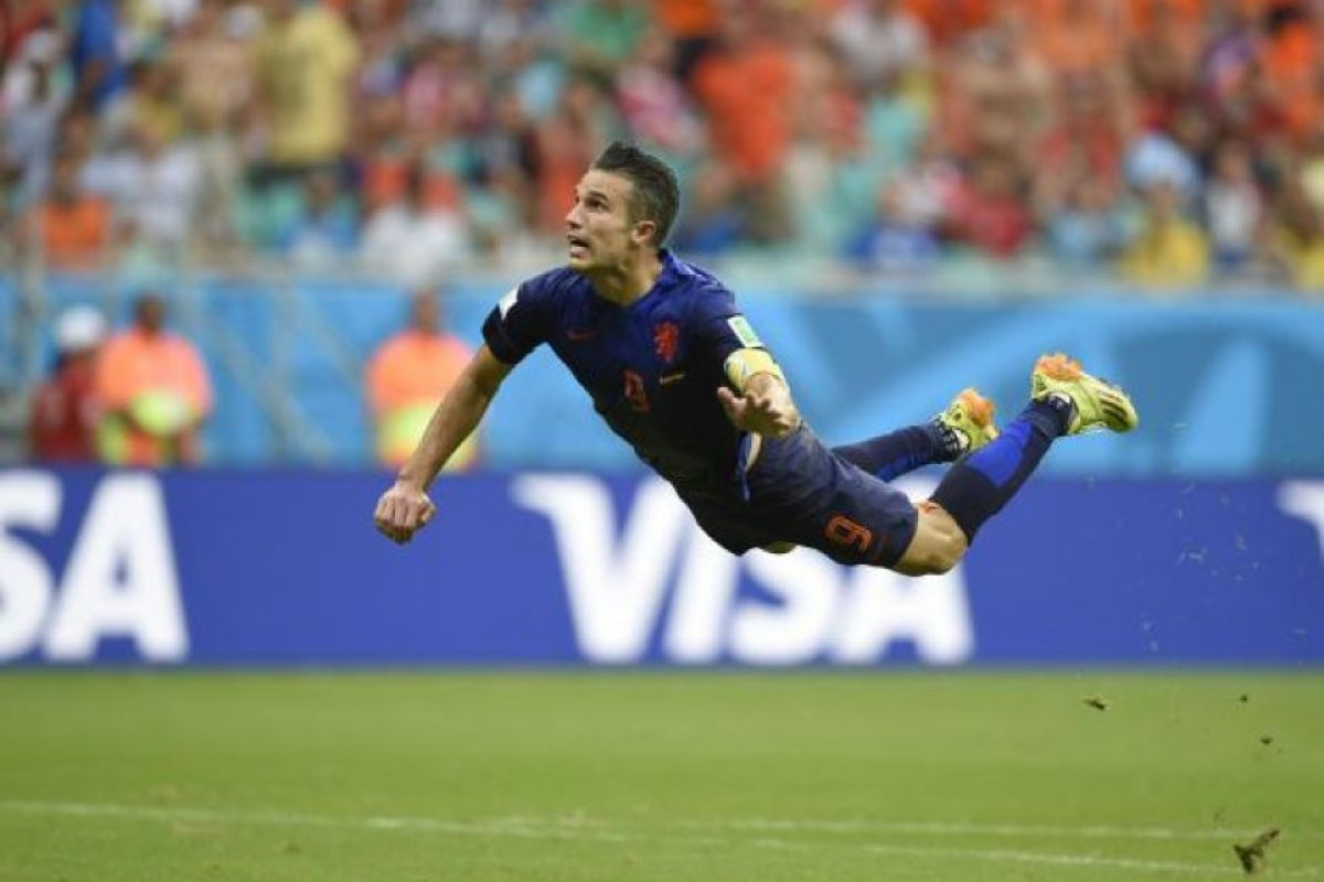 Robin van Persie le anotó un golado a España. Foto:AFP
