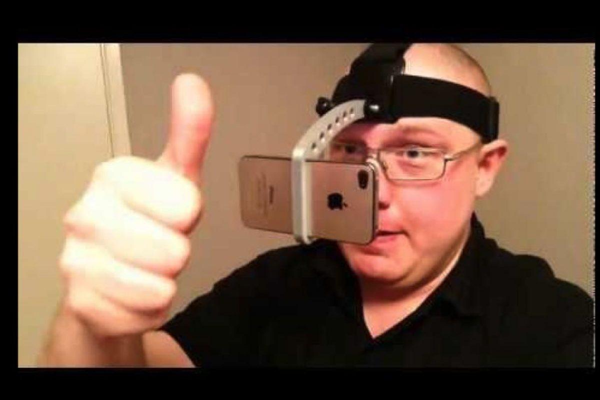 Aquí otra opción para tomar selfies sin usar las manos Foto:Twitter