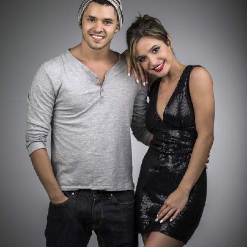 Brenda Asnicar y Ricardo Abarca son los actores principales Foto:FOX