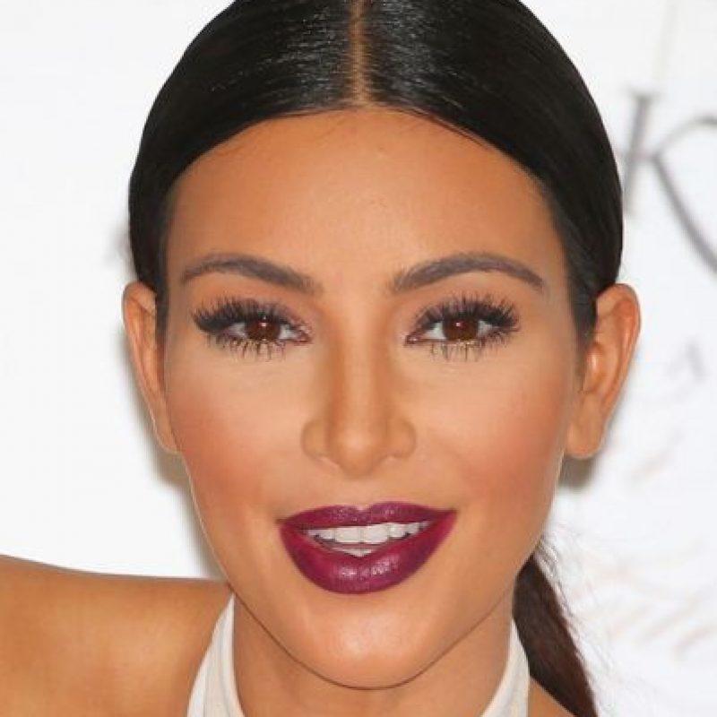 Kim Kardashian suele producirse para sus producciones de maquillaje. Sin él cambia totalmente. Foto:Instagram