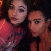 """Las hermanas Kardashian aparecen, por lo general, magníficas en sus fotos. Ellas popularizaron el """"contouring"""", una técnica de maquillaje que potencializa los rasgos de su rostro. Foto:Instagram"""