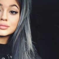"""Kylie Jenner logra efectos visuales con su maquillaje para sus labios y sus filtros. En maquillaje es más """"normal"""" Foto:Instagram"""