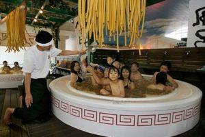 Esta actividad se realiza en compañía de toda la familia. Foto:Yunessun.com