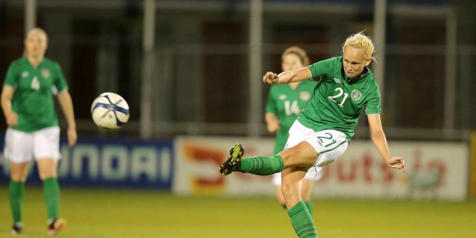 La irlandesa Stephanie Roche se apuntó un golazo en su liga local Foto:irixhpost.co.uk