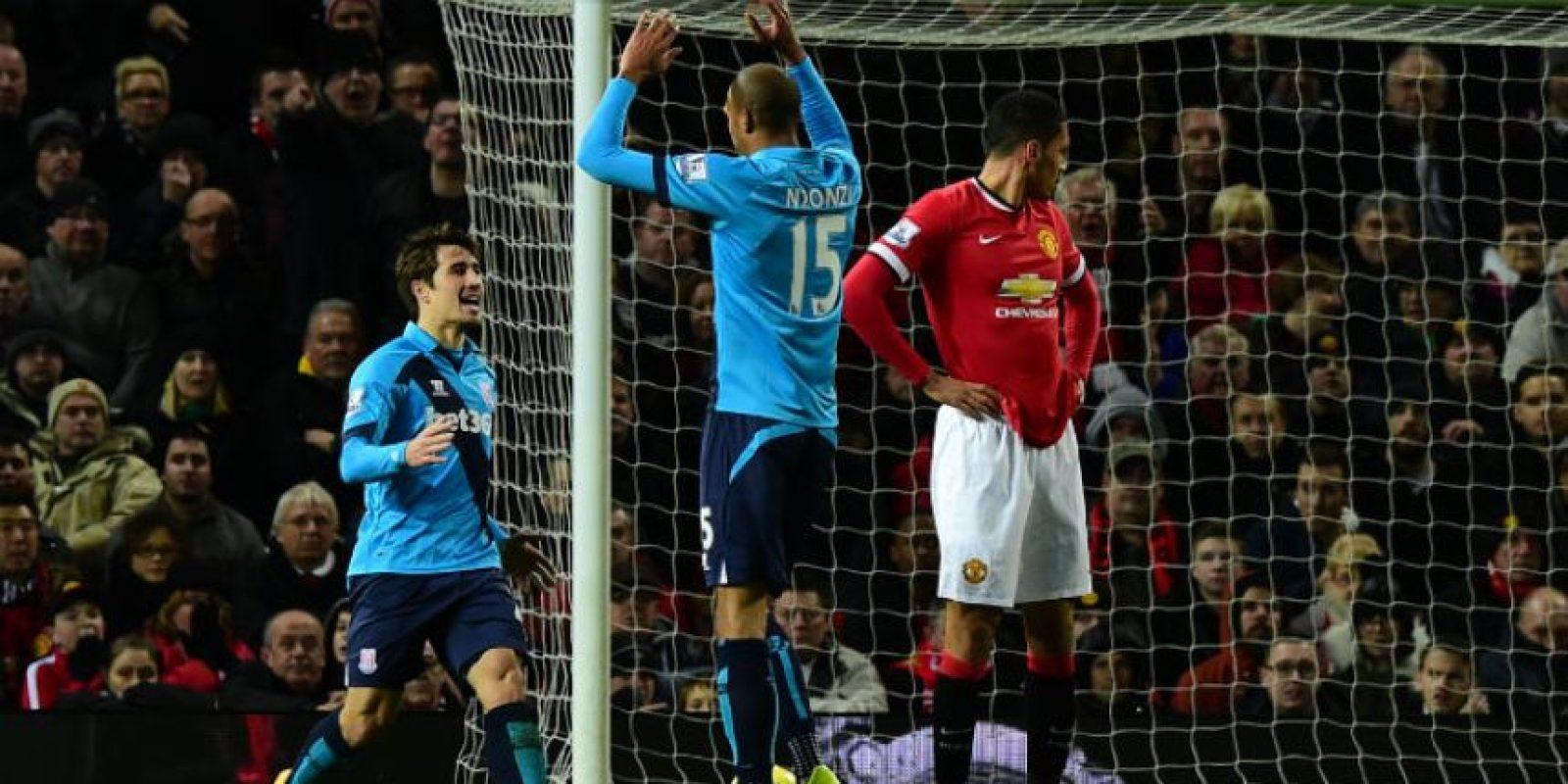 Los jugadores del Stoke City, Bojan Krkic (izquierda) y Steven N'Zonzi celebran el gol del descuento. Foto:AFP
