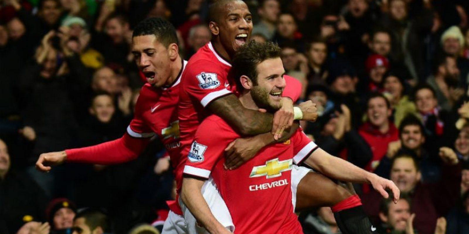 El español Juan Mata (adelante) anotó el gol de la victoria para el United. Foto:AFP