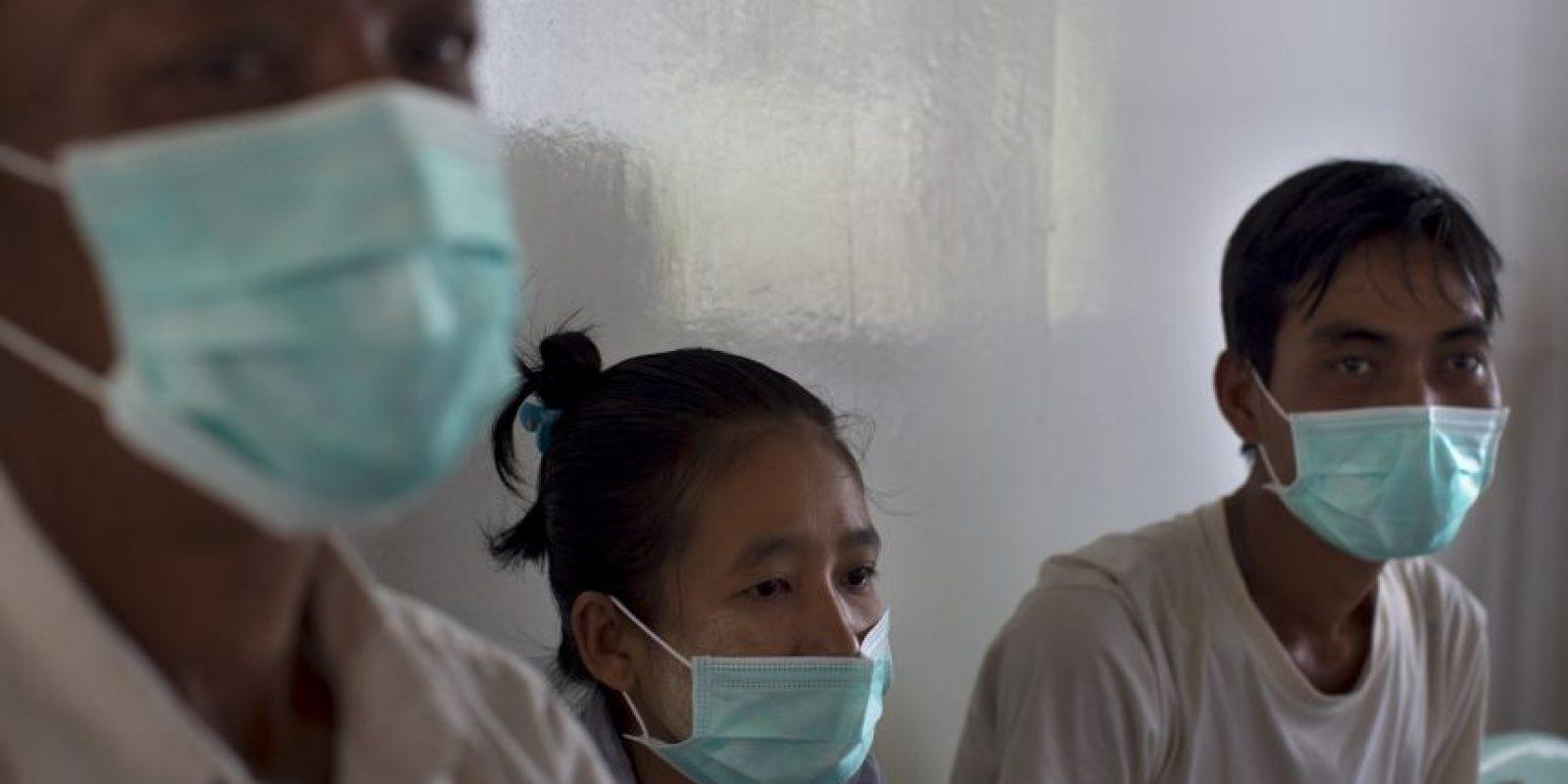 """Mito 6: """"Una persona puede adquirir el VIH al estar en contacto con el sudor de una persona con VIH"""". Foto:Getty Images"""
