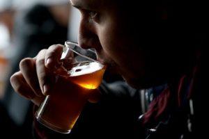 3. El 5.1% de la carga mundial de morbilidad y lesiones es atribuible al consumo de alcohol. Foto:Getty Images