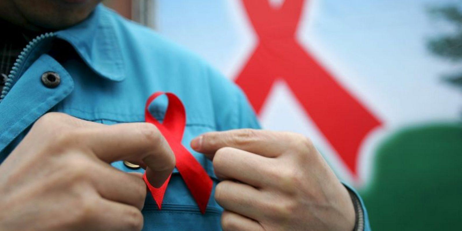 El VIH puede transmitirse por las relaciones sexuales vaginales, anales u orales con una persona infectada, la transfusión de sangre contaminada o el uso compartido de agujas, jeringuillas u otros instrumentos punzantes. Foto:Getty