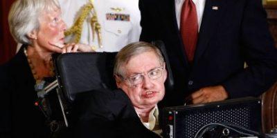 Stephen Hawking quiere interpretar a un villano en la nueva película de James Bond