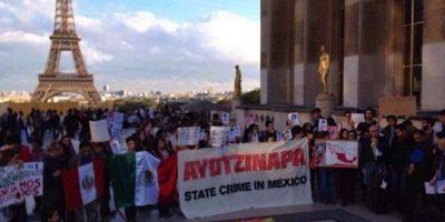 México: La indignación continúa en la #AcciónGlobalPorAyotzinapa #1DMx
