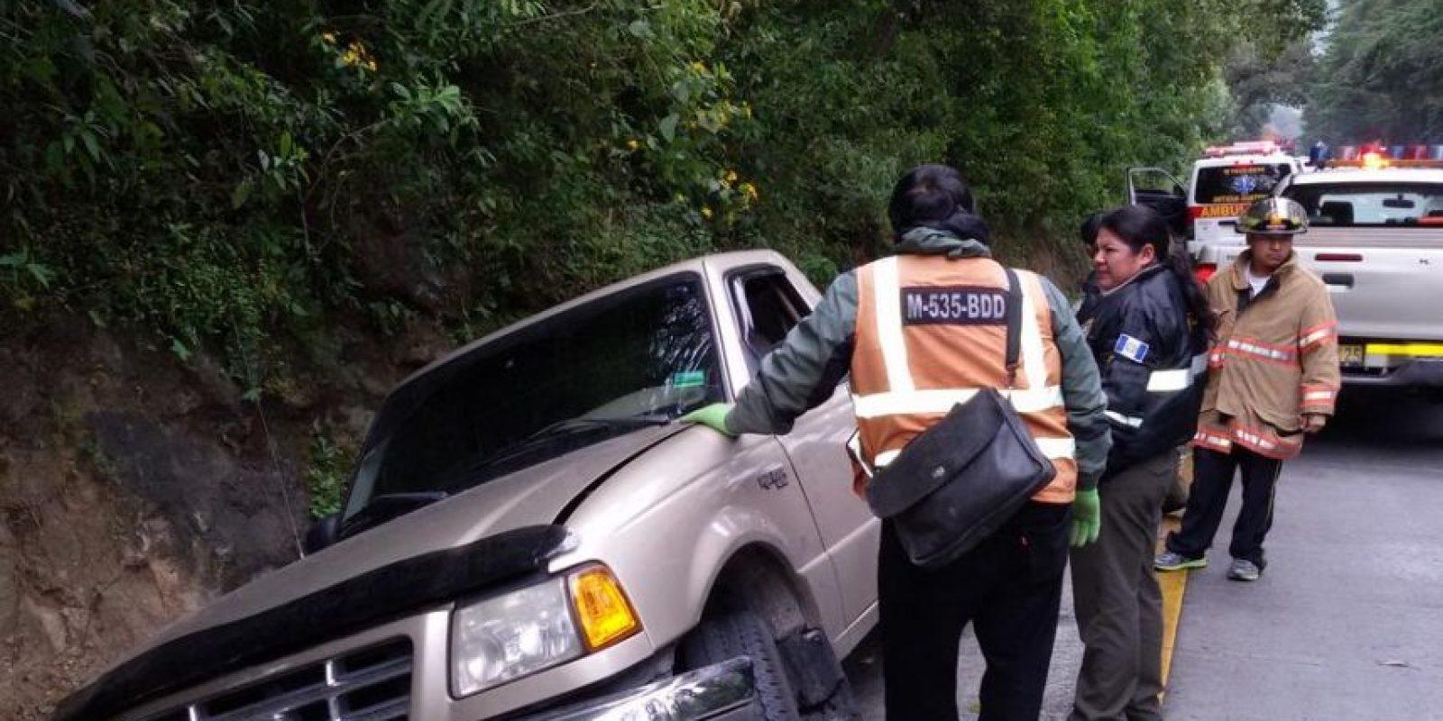Automovilista derrapa en la pendiente Las Cañas. Foto:CVB