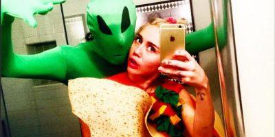 También se le ve junto a un alien y vestida como un taco Foto:Instagram