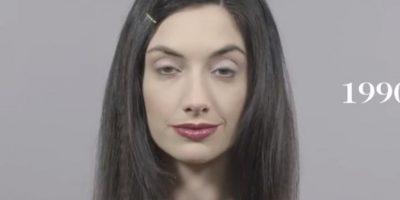 En los años 90, los cabellos lacios, el maquillaje oscuro y el minimalismo se imponen. Foto:Cut