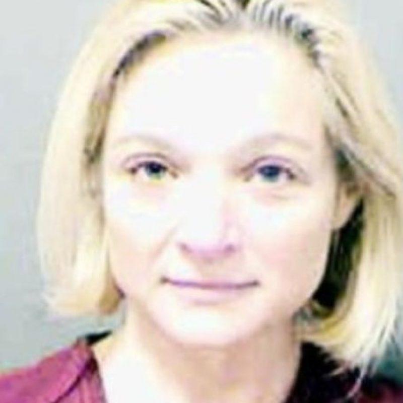 Kristina Ngum abusó de uno de sus estudiantes. Paradójicamente, el esposo la defiende. Foto: Policía de Mecklenburg County
