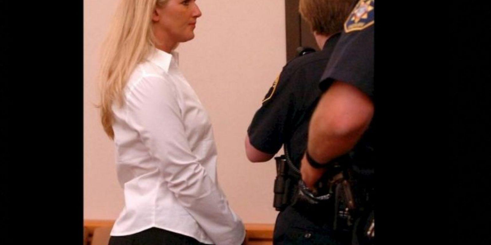 Carrie McCandle se acostó con un estudiante pero fue arrestada por posesión de drogas. Foto:AP