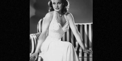 Los cuerpos con curvas seguían predominando. Mujeres perfectas y deseables, pero fuertes, como Rita Hayworth, símbolo de moral en la Segunda Guerra Mundial Foto:Wikipedia