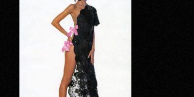 Supermodelos como Christy Turlington mostraron a una mujer de largas piernas, de cuerpo tonificado y delgado. Foto:Vogue