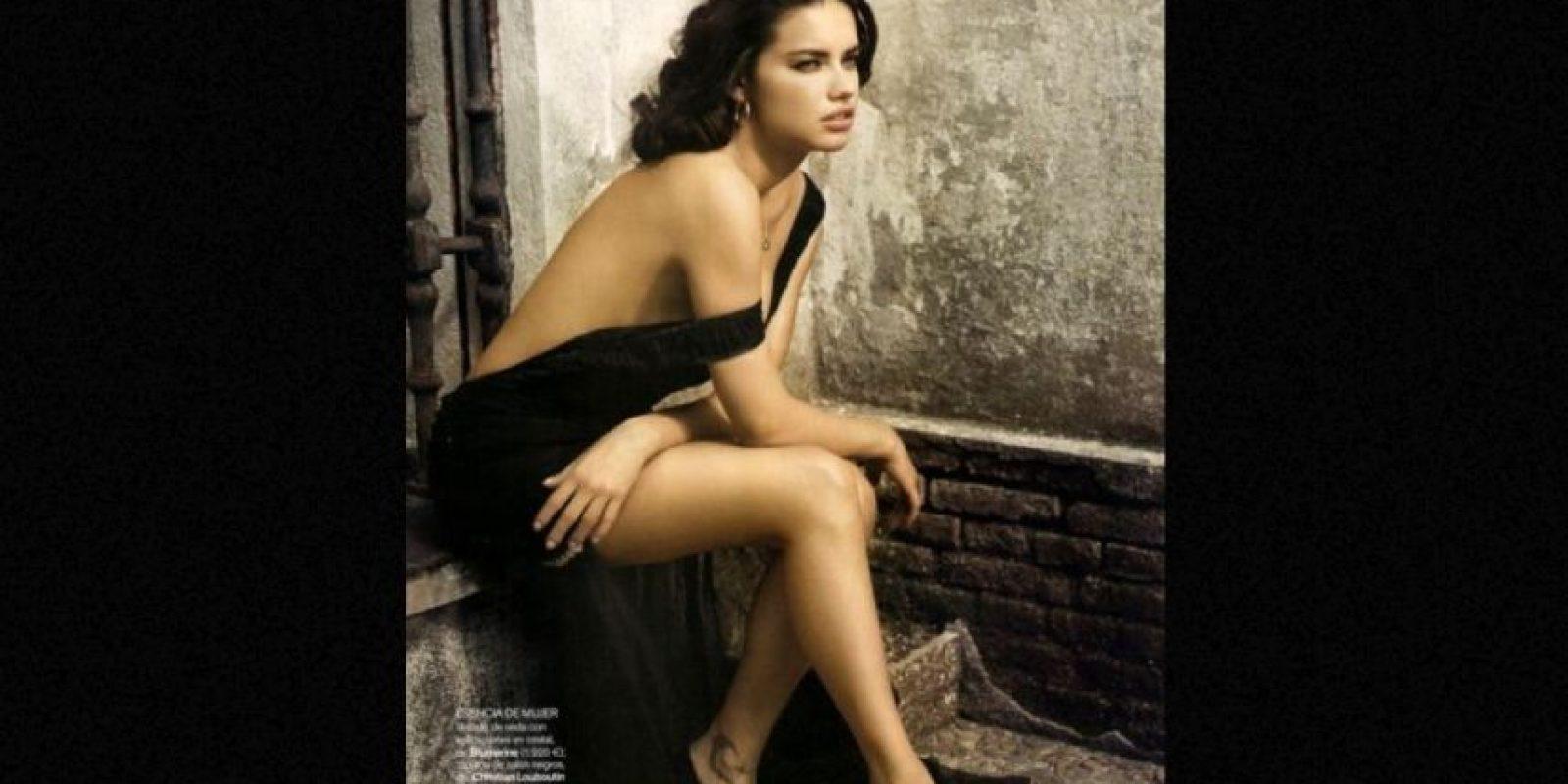 Cuerpos atléticos y ultradelgados siguen imponiéndose. Aquí, Adriana Lima. Foto:Vogue.