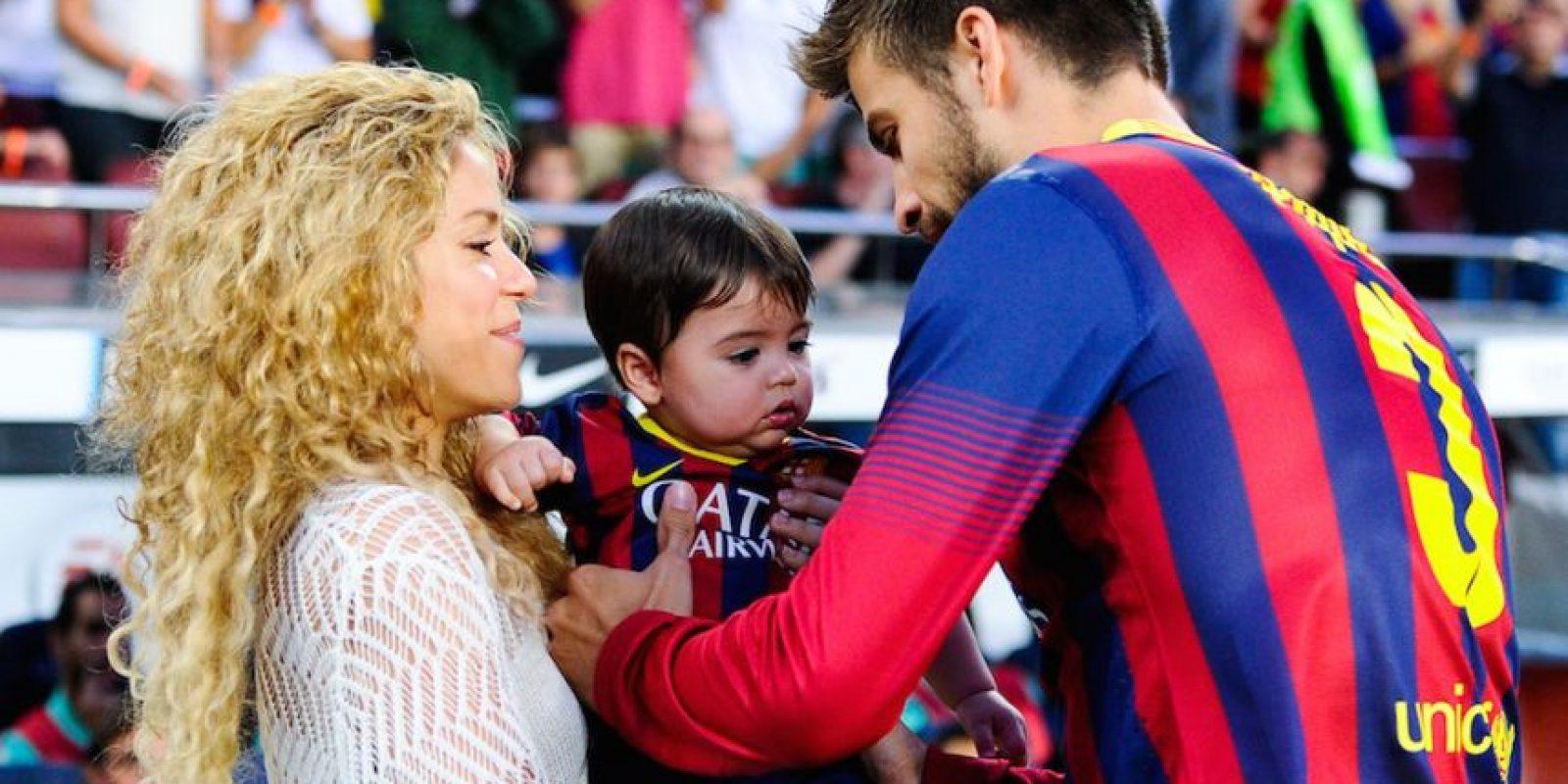 El futbolista español y la cantante colombiana son pareja desde 2011. En 2013 nació su primer hijo llamado Milán y Shakira espera a otro hijo. Foto:Getty Images