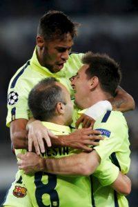 Messi celebra con Andrés Iniesta y Neymar. Foto:Getty Images