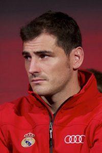 Arbeloa retuiteó una publicación que insultaba a su compañero de club Iker Casillas. Días después le ofreció disculpas al arquero español. Foto:Getty Images