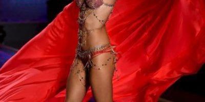 """FOTOS: Todo lo que debes ver del increíble desfile de Victoria""""s Secret"""