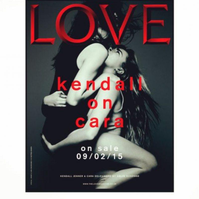 """Kendall Jenner y Cara Delevingne en la nueva portada de la revista """"The Love"""" Foto:instagram/The Love Magazine"""