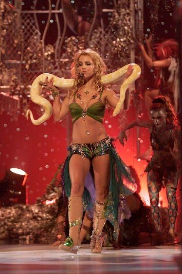 En 2001, se presentó en los MTV VMA's con una serpiente como accesario Foto:Getty Images