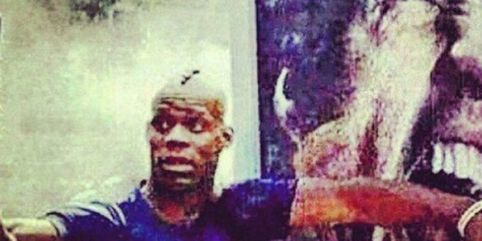Mario publicó una imagen en la que simula ser mordido por el uruguayo Luis Suárez. Fue criticado y borró la imagen; subió otra en la que aparecía Mario Bros. con un mensaje señalado como racista y lo catalogaron de antisemita. Podría ser sancionado con cinco encuentros. Foto:Instagram /Twitter