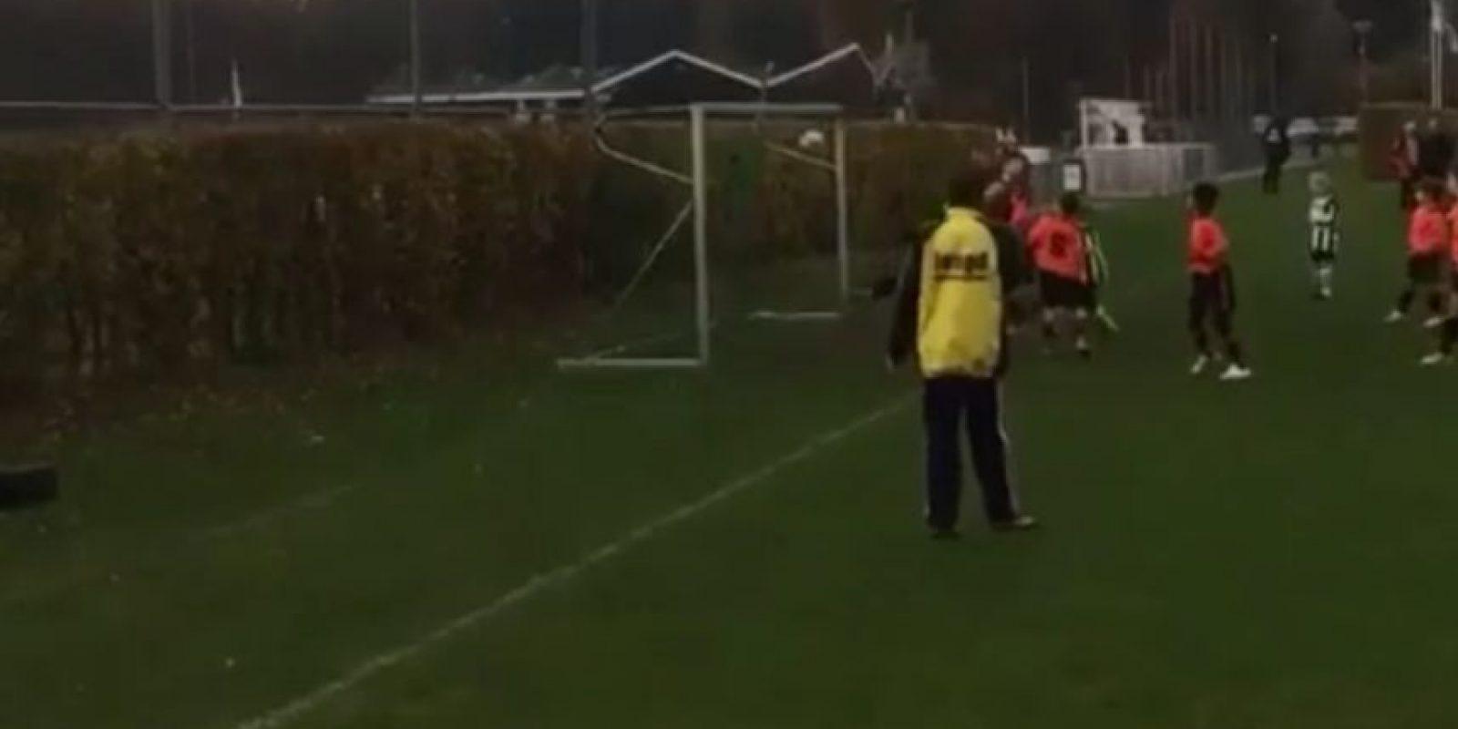 Juega en las categorías inferiores del Ajax Foto:Vine: Kholud