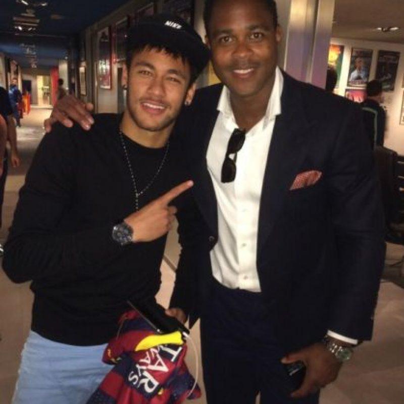 Kluivert es un ex jugador respetado en el balompié. Aquí aparece al lado de Neymar Foto:Twitter: @patrickkluivert