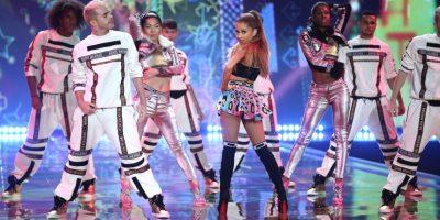 Ariana se ha caracterizado por lucir siempre su cabello en un peinado semirecogido Foto:Getty Images