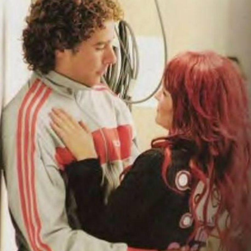 El portero mexicano y la ex RBD se hicieron novios en 2006 pero terminaron su relación un año después. Foto:Twitter