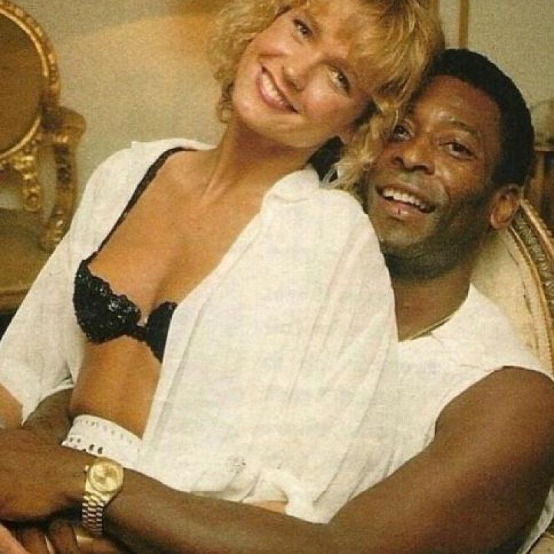 Cuando la cantante brasileña era adolescente, mantuvo una relación de seis años con Pelé. La relación finalmente terminó en parte por la diferencia de 23 años de edad. Foto:Twitter