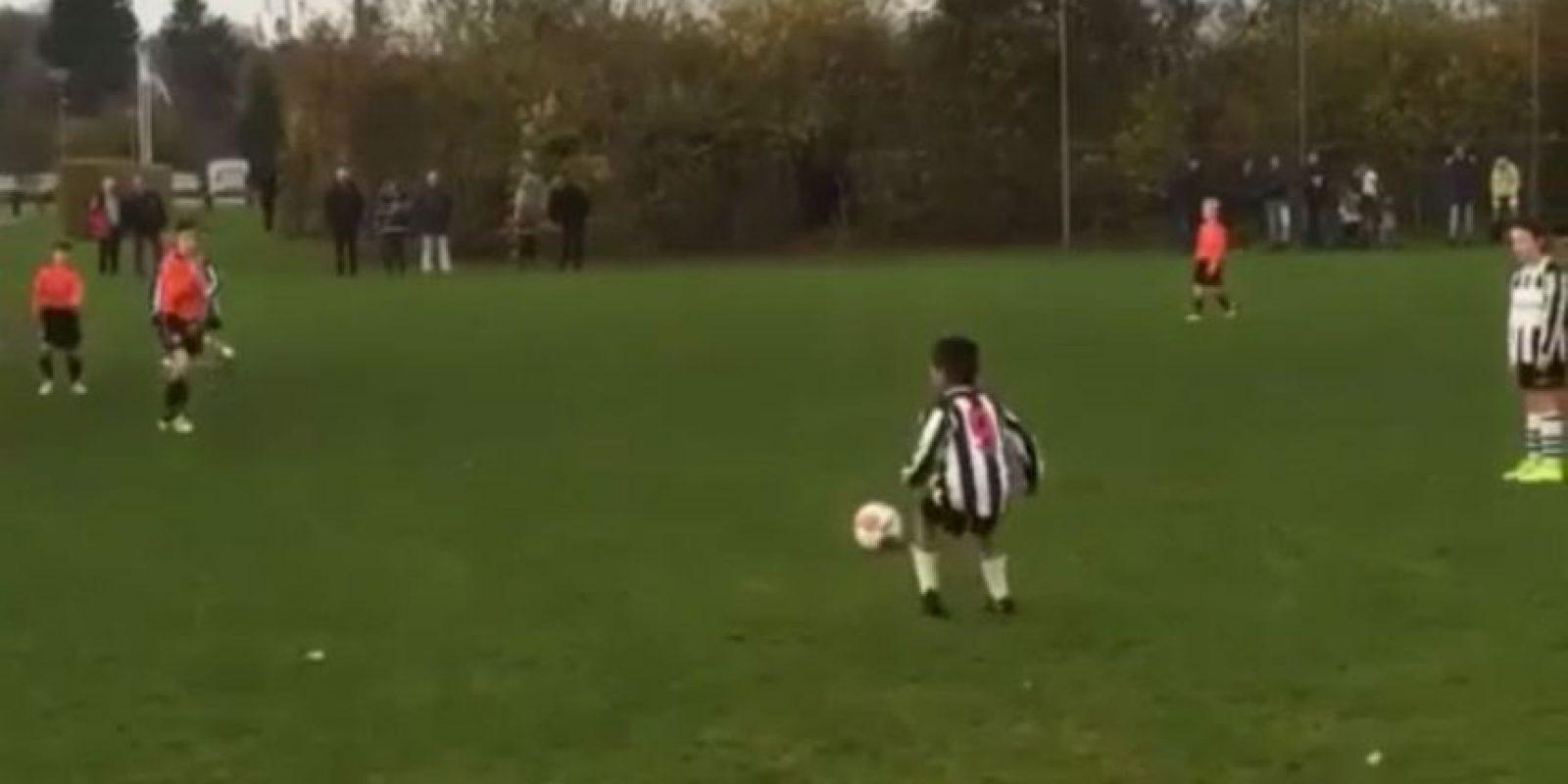 Con apenas siete años, el hijo del ex futbolista del Barcelona cuenta con una gran calidad Foto:Vine: Kholud