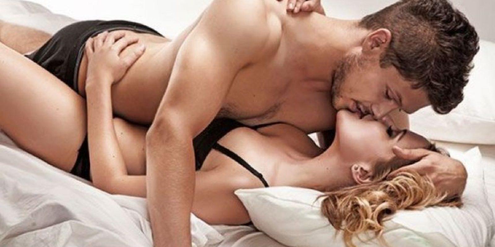 """6. """"Los besos, las caricias y sostener con fuerza brazos, piernas o glúteos podrán excitar a ambos"""". Gabriel, 27 años. Foto:Pinterest"""