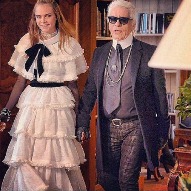 Cara Delevingne y Karl Lagerfeld Foto:Instagram @cardaelevingne
